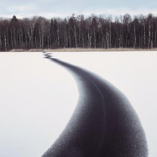 GELO TRINCADO - O gelo do lago Tjörnarp, na Suécia, exibe uma grande rachadura