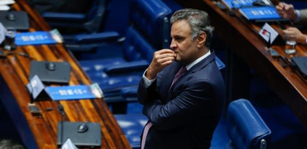 20.fev.2018 - Aécio Neves (PSDB-MG) durante sessão no Senado
