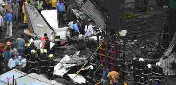 28.jun.2018 - Acidente com avião particular mata cinco pessoas em Mumbai, na Índia - AFP PHOTO / INDRANIL MUKHERJEE - AFP PHOTO / INDRANIL MUKHERJEE