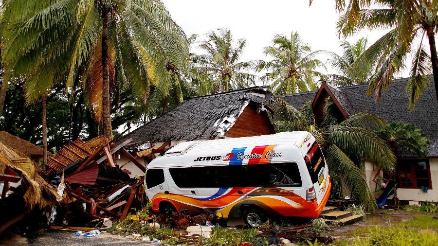 Tsunami deixa mortos e feridos na Indonésia - Jorge Silva/Reuters