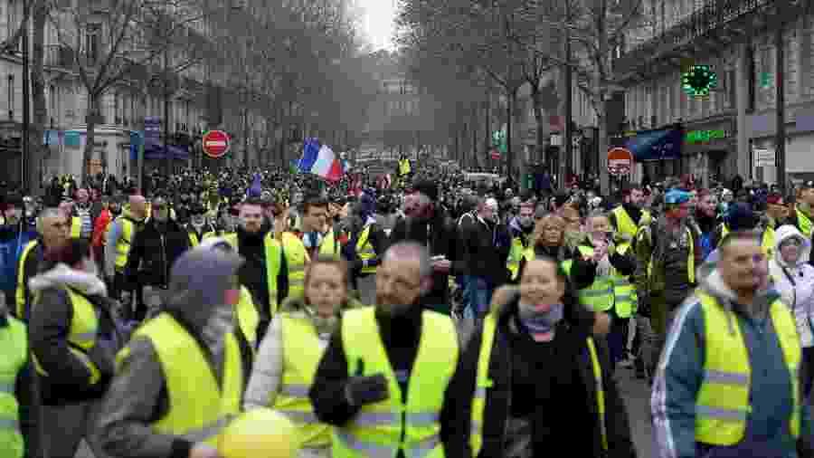 5.jan.2019 - Coletes amarelos protestam em Paris, na França, pelo oitavo sábado consecutivo - Lucas Barioulet/AFP