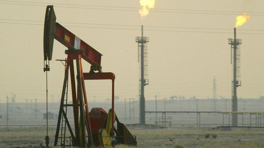 Na segunda-feira, após os ataques na Arábia Saudita, o preço do petróleo cresceu entre 15 e 20%, atingindo o pico de US$ 71,95 - Joe Raedle