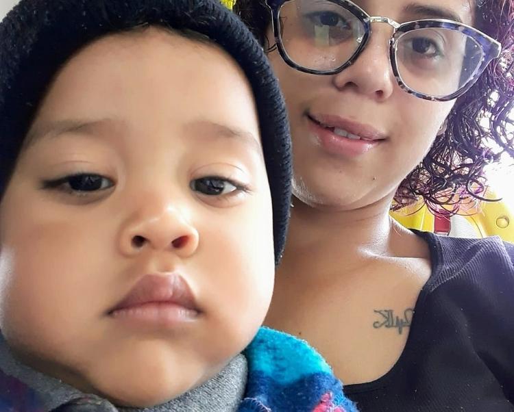 Gracy Diniz e seu filho Maycon Diniz, que está sem aula por conta da creche estar fechada - Arquivo pessoal