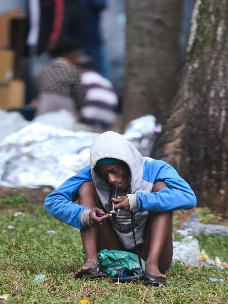 Usuário de crack na praça Princesa Isabel, no centro de São Paulo - Zanone Fraissat - 30.mai17/Folhapress
