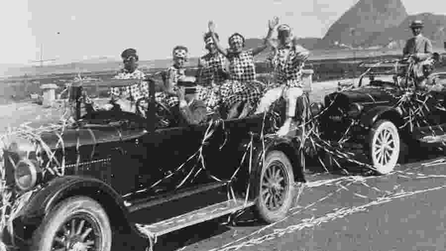 """A tradição dos """"corsos"""" carnavalescos começou no Rio de Janeiro e se espalhou para outras cidades do país - Guilherme Santos/Acervo MIS-RJ"""