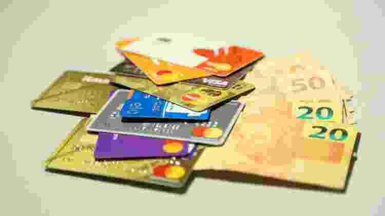 Dívida; cartão de crédito; dinheiro; pagamento - LUIS LIMA JR/FOTOARENA/FOTOARENA/ESTADÃO CONTEÚDO - LUIS LIMA JR/FOTOARENA/FOTOARENA/ESTADÃO CONTEÚDO