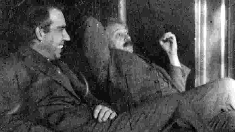 Niels Bohr e Albert Einstein, os dois ganharam o Nobel da Física, mas só um deles foi jogador de futebol - GETTY IMAGES