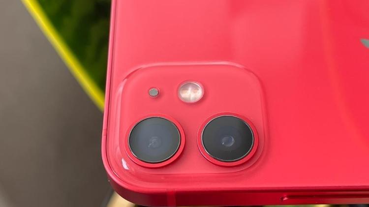 Imagem do iPhone 12 mini com seu conjunto duplo de câmeras - Bruna Souza Cruz/Tilt - Bruna Souza Cruz/Tilt