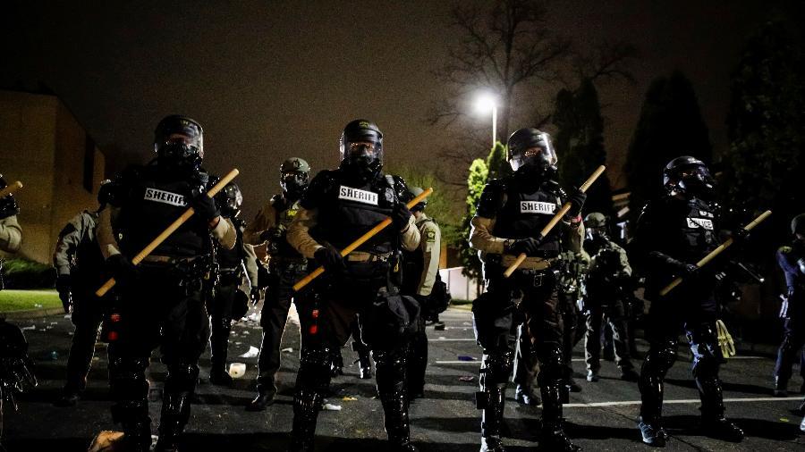 Policial é demitido nos EUA por uso da força na detenção de militar negro - Nick Pfosi/Reuters