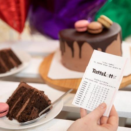 Ganhadora da loteria ignorou dezenas de ligações por acreditar que se tratava de um golpe - Reprodução/ The Lott
