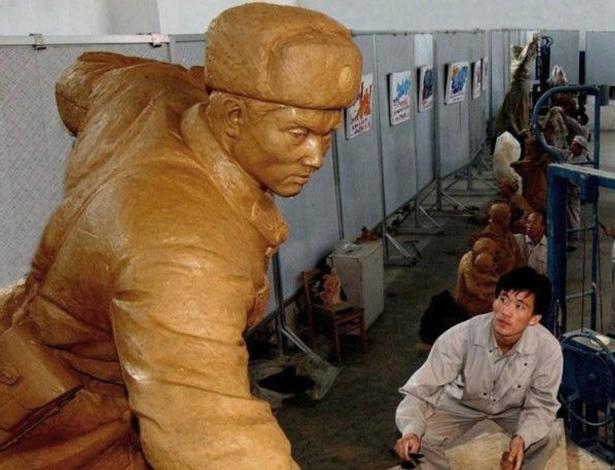 A exportação das estátuas se transformou em uma das melhores formas de obter divisas estrangeiras para a Coreia do Norte