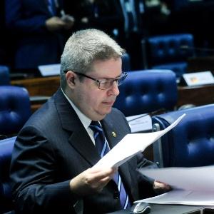 """""""Nem é preciso mais criminalizar o caixa 2"""", disse o senador Antonio Anastasia (PSDB-MG)"""