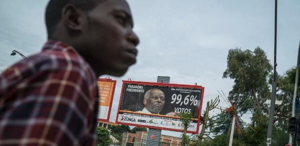 Outdoor mostra o presidente José Eduardo dos Santos, em Luanda, Angola