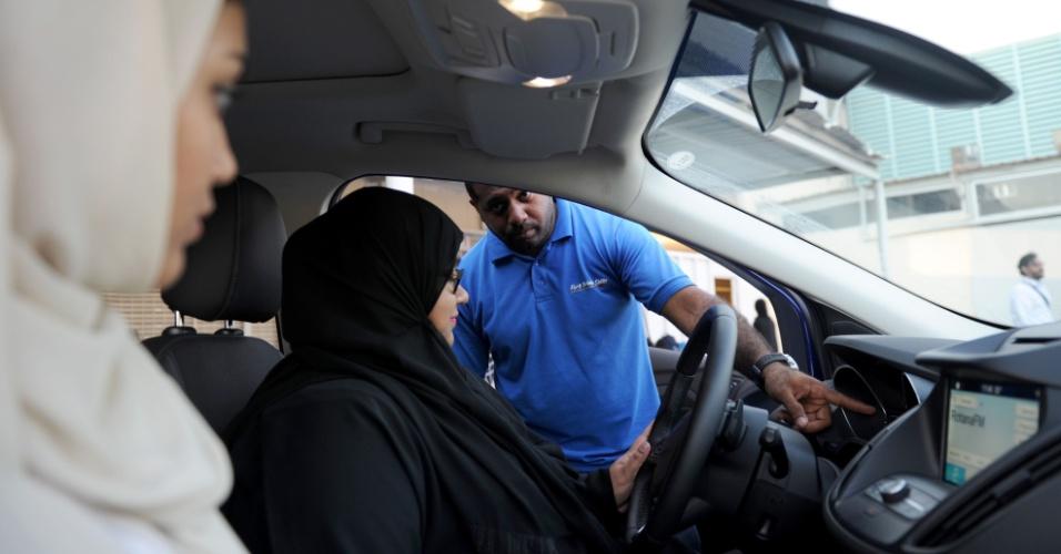 7.mar.2018 - Mulher saudita durante aula de direção em Jeddah
