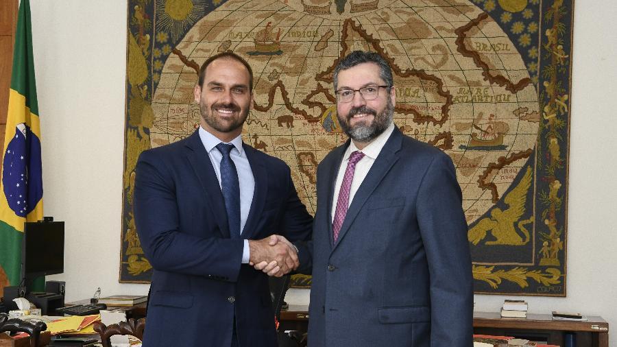 O deputado Eduardo Bolsonaro e o ministro das Relações Exteriores, Ernesto Araújo, em foto de arquivo - Arthur Max/ Divugação/ MRE