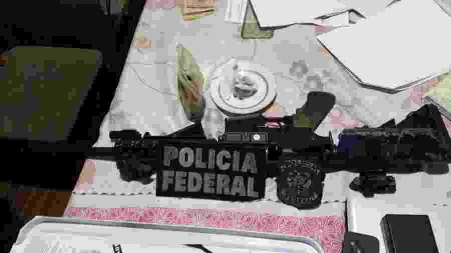 Fuzil apreendido na casa de um dos alvos da operação Caixa-Forte em Curitiba - Divulgação/PF