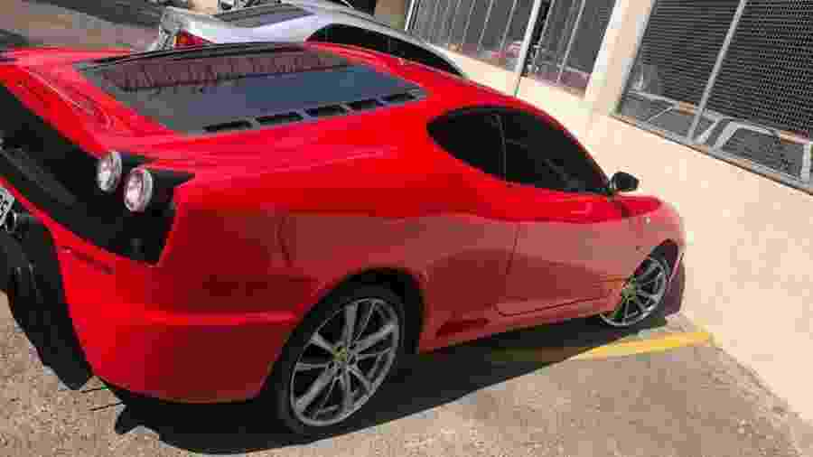 Réplica de Ferrari apreendida pela Polícia Civil de Minas Gerais em Belo Horizonte - Divulgação/Polícia Civil de MG