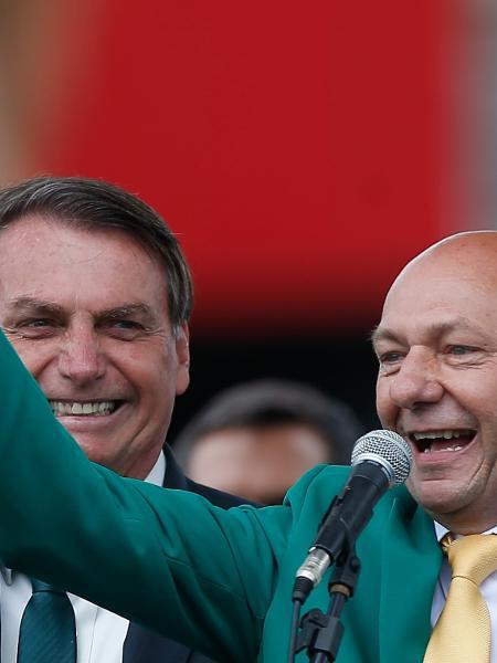 Hang, com Bolsonaro: pode não parecer, mas o fanático teme, sim, o ridículo  - GABRIELA BILó/ESTADÃO CONTEÚDO