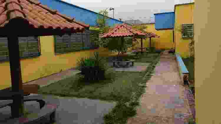 Interior de escola pintada com as cores do PSDB - Arquivo Pessoal