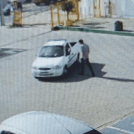 Câmera de segurança registra momento em que motorista de aplicativo conversando com amigos; eles são suspeito de assassinarem um passageiro - Divulgação/Polícia Civil RS