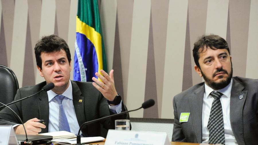Rodrigo Otávio Moreira da Cruz (à esquerda), secretário executivo do Ministério da Saúde, falou sobre denúncia de vacina vencida - Geraldo Magela/Agência Senado
