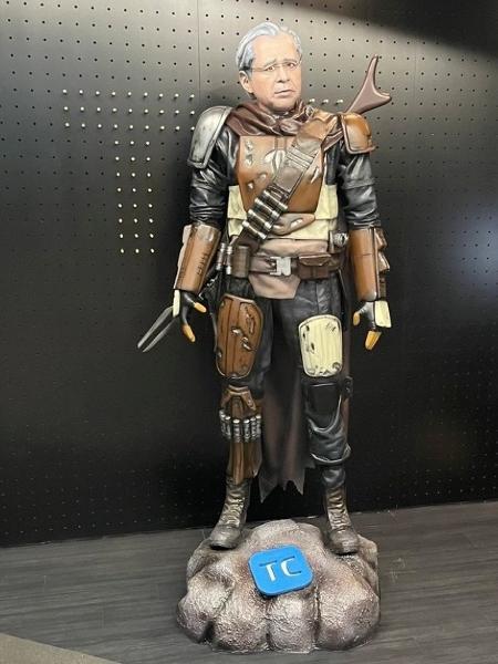 A obra faz alusão ao personagem Mandalorian, o caçador de recompensas da franquia Star Wars  - Instagram