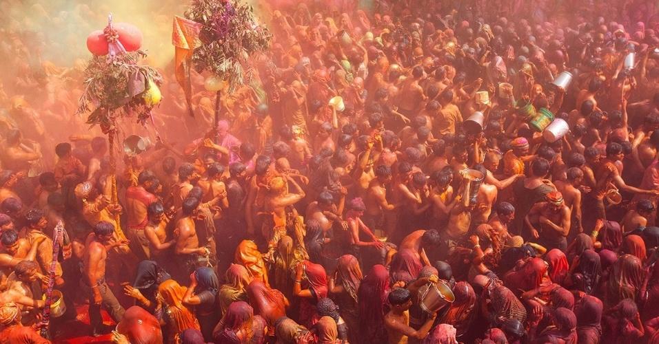 25.nov.2015 -  Holi é o festival das cores da primavera, e nasce na tradição hindu. Entretanto, jogar pó colorido para marcar a mudança de estações se tornou uma prática tradicional no sudeste asiático.