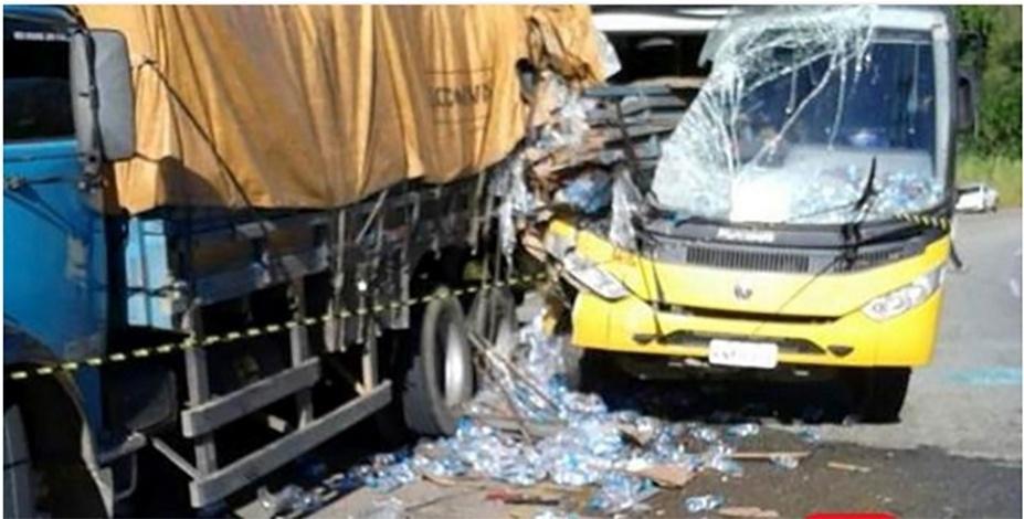 2.mai.2016 - Uma criança morreu e pelo menos 14 ficaram feridas em um acidente envolvendo um ônibus escolara da prefeitura de Cantagalo (RJ)
