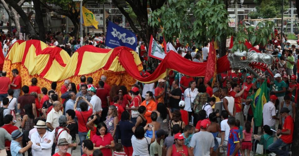 10.jun.2016 - Manifestantes se reúnem na Praça do Derby, no Recife, durante ato contra o governo do presidente interino Michel Temer. Cidades de ao menos 15 Estados das cinco regiões do Brasil receberam protestos contra o governo interino