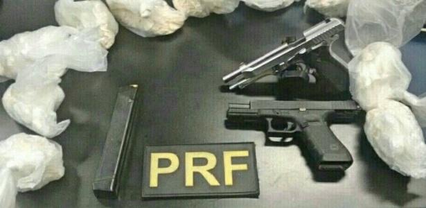 PRF apreendeu 700 pinos de cocaína, 3 armas e 89 munições em Nova Iguaçu, na Baixada Fluminense