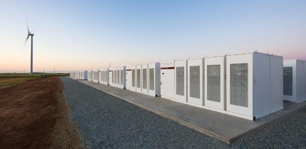 Bateria de íons de lítio da Tesla tem 129 megawatts e foi entregue à Austrália em um prazo de 100 dias