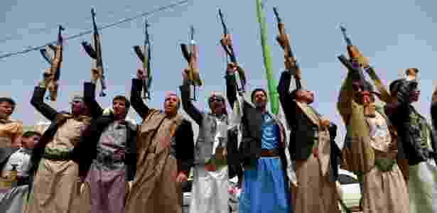 Rebeldes houthis em Sanaa, capital do Iêmen, em imagem de junho de 2018 - Mohammed Huwais/AFP