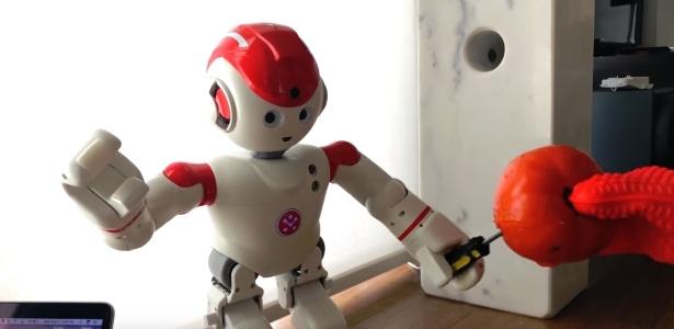 """O robô Alpha 2 foi hackeado para que fizesse movimentos mais """"violentos"""""""