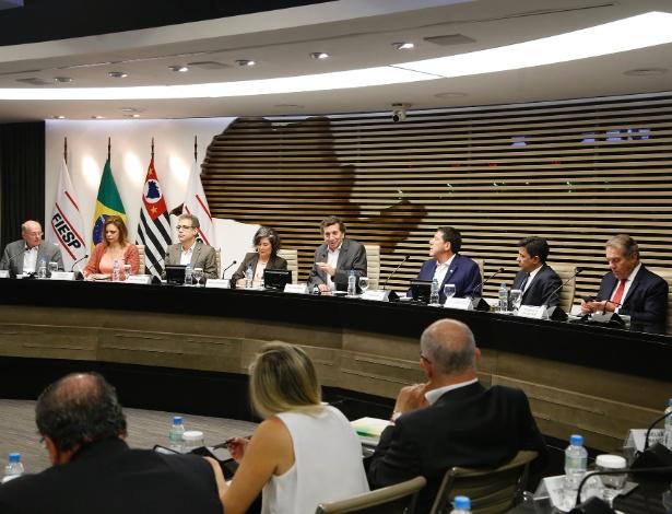 Na mesa de debate, os coordenadores dos programas de saúde de cinco presidenciáveis - Fiesp/Divulgação
