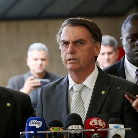 27.nov.2018 - Tarcisio Gomes de Freitas, o senador Flavio Bolsonaro e Jair Bolsonaro - Wilson Dias/Agência Brasil