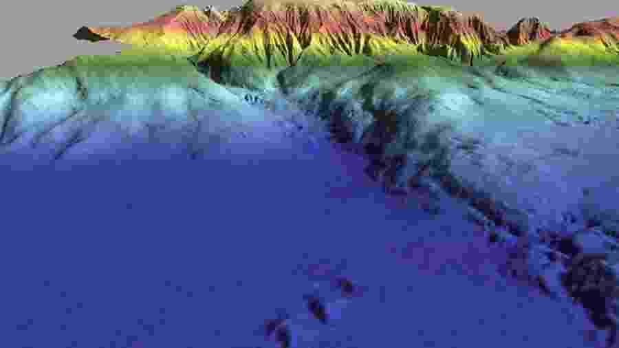 A zona colorida em azul é a Planície Abissal da Ferradura, abaixo da qual foi encontrada a anomalia nas placas tectônicas - Imagens cedidas por João Duarte/BBC