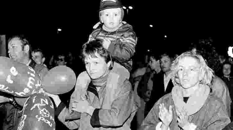 Manifestantes participam de protesto em Leipzig, na Alemanha, em outubro de 1989 - Getty Images