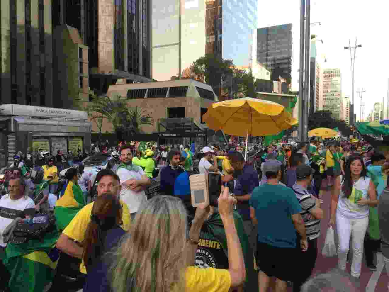 Manifestantes ignoram isolamento social e fazem ato pró-Bolsonaro e anti-Doria em São Paulo - Aiuri Rebello/UOL