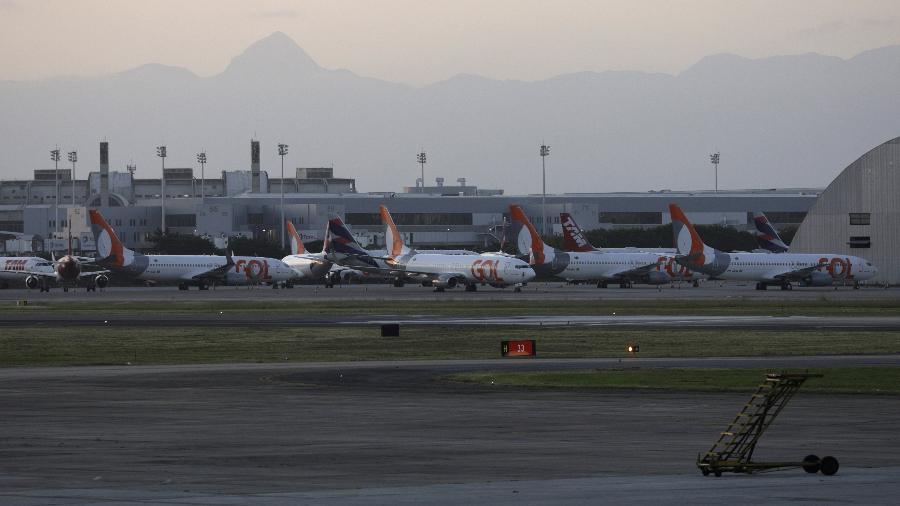Aeronaves da Gol no aeroporto internacional do Galeão, no Rio de Janeiro - Ricardo Moraes
