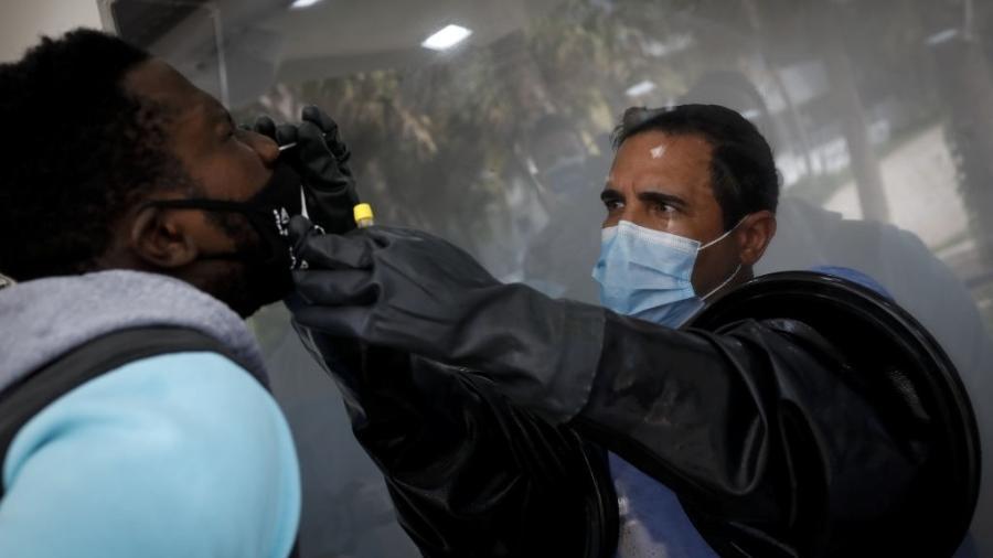 Teste de coronavírus sendo realizado na Flórida, nos Estados Unidos - Getty Images
