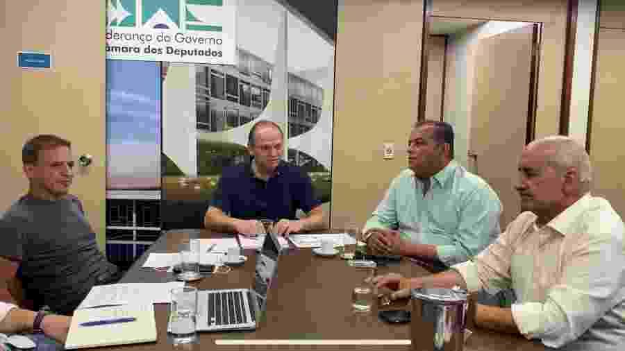 O senador Márcio Bittar (MDB-AC), o deputado Ricardo Barros (PP-PR), o senador Eduardo Gomes (MDB-TO) e o ministro Luiz Eduardo Ramos em reunião - Ricardo Barros/Reprodução