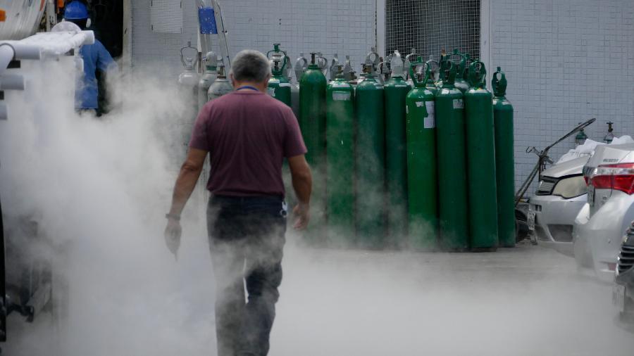 16.jan.2021 - Abastecimento de oxigênio no Hospital e Pronto-Socorro 28 de Agosto, em Manaus (AM) - Sandro Pereira/Fotoarena/Estadão Conteúdo