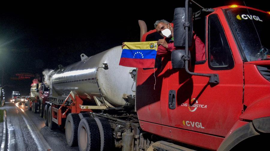 Caminhões com oxigênio venezuelano chegam a Manaus - Marcio James/AFP