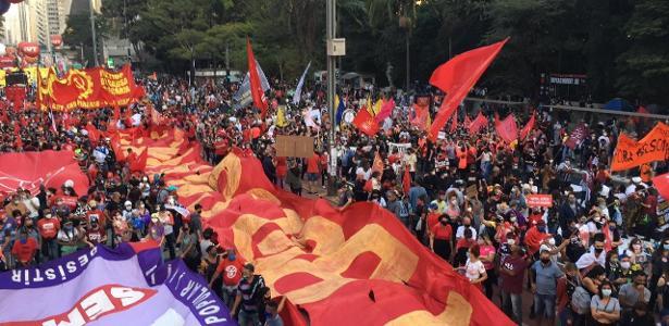 Quarto sábado de protestos | Ato contra Bolsonaro e pró-vacina fecha avenida Paulista em SP