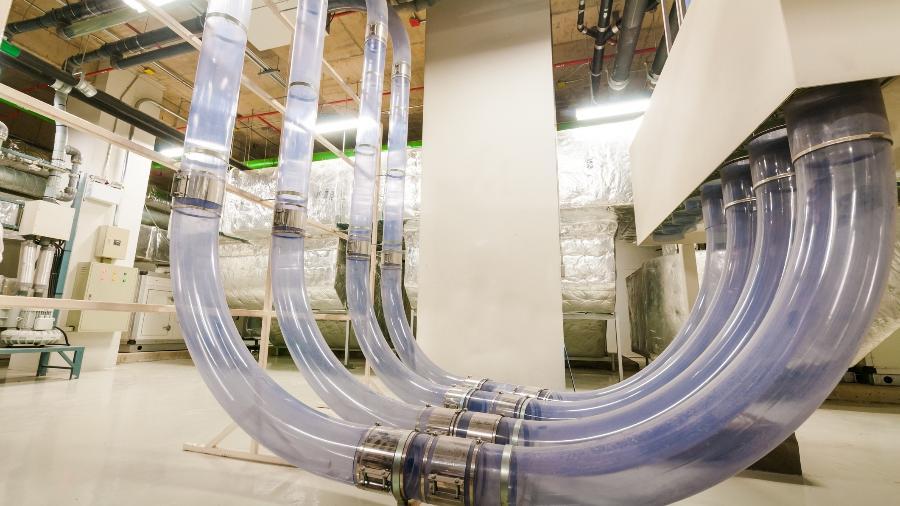 Sistema de tubos pneumáticos (PTS, na sigla em inglês) usa ar comprimido para transportar medicamentos, documentos e amostras de laboratório através de tubos que conectam diferentes departamentos hospitalares - Getty Images