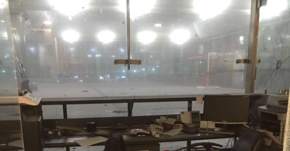 Ao menos duas explosões no aeroporto de Ataturk, em Istambul, deixaram vários feridos. A imprensa local relatou que tiros também foram disparados