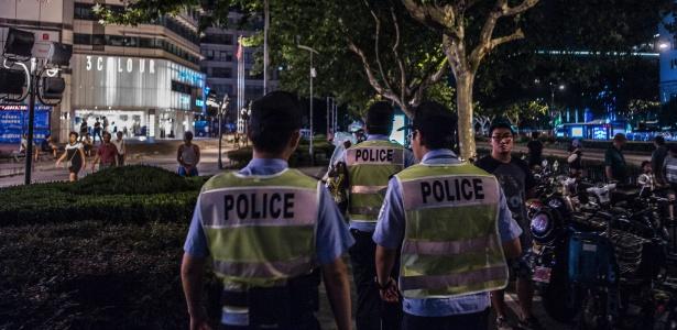 Policiais patrulham as ruas de Hangzhou, na China, às vésperas da cúpula do G20