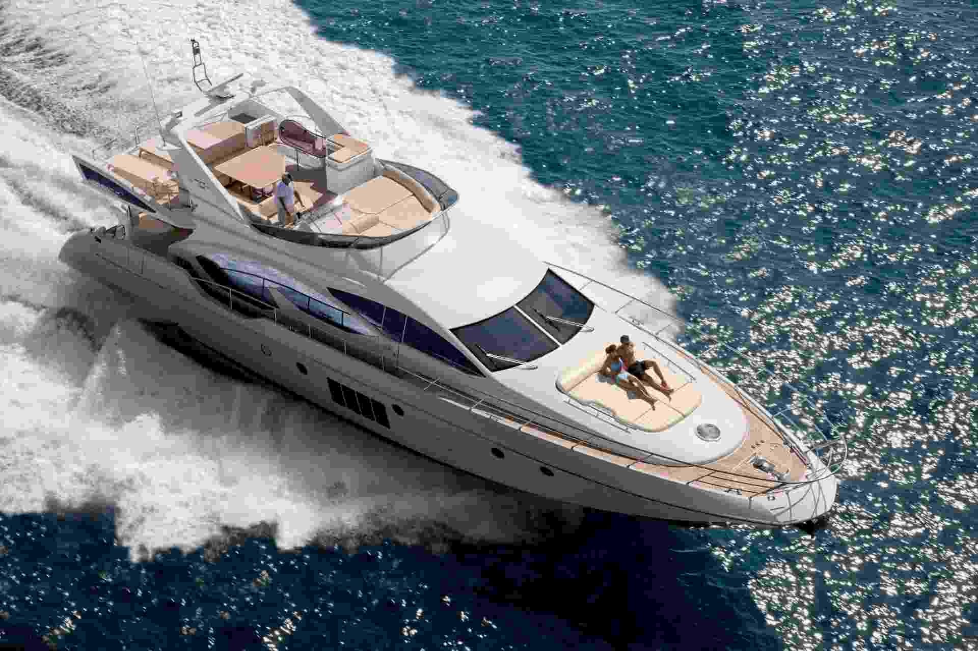 Iate Azimut 70 com decoração assinada pela marca italiana Armani, da Azimut Yachts - Divulgação