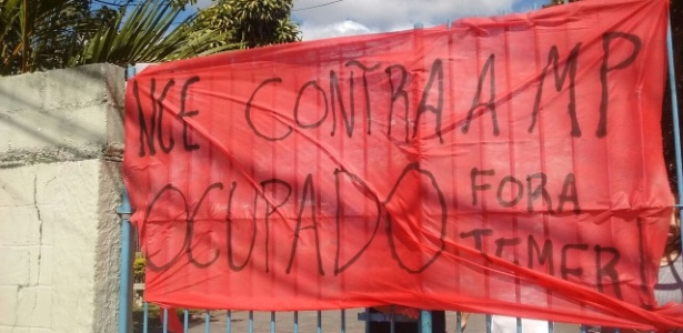 Faixa colocada pelos estudantes que ocupam a Escola Estadual Professora Ossis Salvestrini Mendes, em Sorocaba - Divulgação