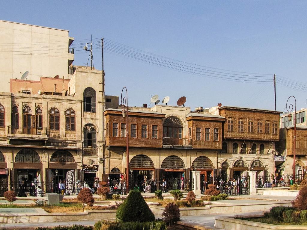 Praça e casas típicas na região próxima à Mesquita Umayyad
